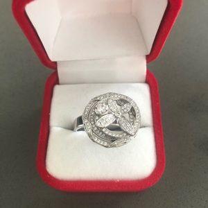 Beautiful, unique silver diamond ring!
